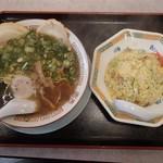 お好み焼き 冨貴 - チャーハン定食(ラーメンは濃厚魚介スープ)