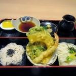 能古うどん - 春の単衣御膳は能古うどん、天婦羅、炊き込みごはん、デザートが一つの御膳になってました。