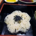 能古うどん - 炊き込みご飯は春らしくタケノコご飯。