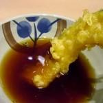 能古うどん - 天婦羅は添えられた天つゆに少し浸してご飯と一緒にいただきました。