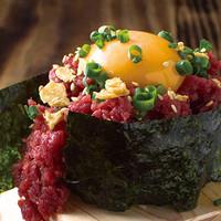 肉寿司 - とろ馬肉のこぼれ寿司