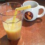 アロハテーブル ハワイアンダイナー ウィズ ムゥムゥコーヒー - フリードリンクのオレンジジュース