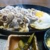 いります食堂 - 料理写真:豚バラ肉のジュージュー焼き定食(ニンニクたれ)