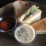 花論珈琲茶房 - タラバガニサンドイッチセット、1380円です♬