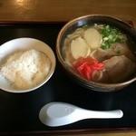 愛ちゃん食堂 - 料理写真:沖縄そば500円