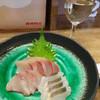 オオカミ - 料理写真:お造り盛り合わせ850円+グラス白ワイン400円