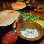 MARFA CAFE - 4種の豆サラダ×スパイスチキンのトルティーヤ 1100円