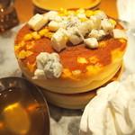 MARFA CAFE - 焼きとうもろこしパンケーキ&ハニーゴルゴンソース(ダブル)