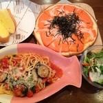 ドットカフェ - 茄子とほうれんそうのパスタ&明太子ピザ+サラダ&バケット