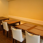 ルマーカ - 奥のテーブル席。小さなお子さん連れのファミリーも歓迎のイタリアン♪