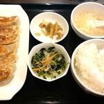 万伝餃子 - 餃子定食¥680