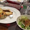 トラットリア モモ - 料理写真:食べ放題のパンとサラダ