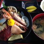 海の駅しおじ - 料理写真:日生海鮮丼の定食