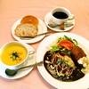 ティンカーベル - 料理写真:アメリカンハンバーグとかにクリームコロッケ(ランチセットイメージ)