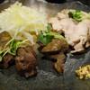 串ろう - 料理写真:鶏の燻製はこのお店のオリジナル。様々な部位を盛り合わせていて520円はお買い得すぎる。