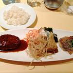 レストランMOMO - ワンプレートランチ momoハンバーグとタラのソテーベーコンクリームソース 980円(2013年3月訪問)