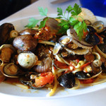 トラットリア・築地パラディーゾ - 物 本日の貝類とチェリートマトのリングイネ ペスカトーレ風 貝類はその日の仕入れで内容が変わります