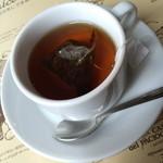 イル・パチョッコーネ・ディ・キャンティ - ランチメニュー共通の『カフェ』エスプレッソ・コーヒー・アッサムティー・カモミールミントティーから選べます。