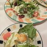 マカロニ食堂 - 温泉卵のシーザーサラダ