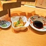 浪花ろばた 頂鯛 - 頂鯛定食Plus(階段の下に小鉢&お皿があります)
