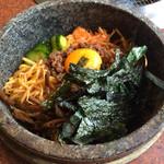 焼肉レストラン 鶴松 - 石焼ビビンバ(中)