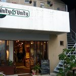 トリニティーアンドユニティー - お店の概観です。お店は2階になります。右手の階段から上がっていきます。1階は雑貨になっているようですね。さて、上がって行きしょうか。
