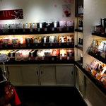 麻布かりんと - 店内の商品陳列