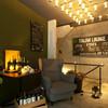 PACE - 外観写真:一階エントランス。パーティーでは受付、喫煙スペースなどにご利用も。