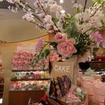 ル・パティシェ ヨコヤマ - 導線で買いやすい店内・2015春