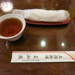 三和楼 - お茶・おしぼり・箸の三つ揃い