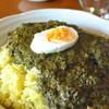 ムーンボウ - 料理写真:ほうれん草と挽肉のカレー¥800