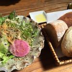 花菜おに工房 - ランチの旬サラダとパン