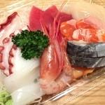鮮魚仕出し 幾の家 - 刺身の盛り合わせ、豪華8点盛りで800円は本当にお値打ちです!