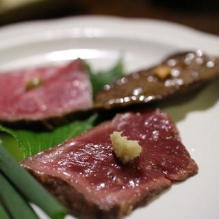 日南 - 料理写真:ハツ炒り、牛レバー、牛のたたき