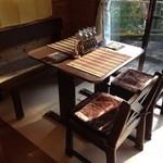 井戸端茶屋 - 窓際の席