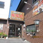GGC - 茶色のレンガ造りの建物