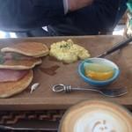 Micasadeco&Cafe - ランチのパンケーキサンド