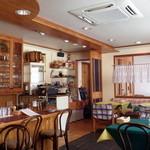 レストラン Ari - きれいで明るい店内です