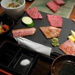 BAKURO - 和牛三味セット。ホルモン120gを変更したらこんな感じになってしまいました。