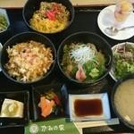 かねの家 - 三色丼(1000円)