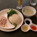 36396934 - 海南鶏飯レギュラー900円+パクチー増し50円