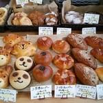 パン屋のぷらてーろ - 料理写真:朝イチのオヤツパン達です♪