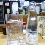 大衆酒場 つちや - 焼酎+ソーダ 「割るスペースがないじゃないか!!(驚)」