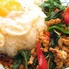 ティーヌン - 料理写真:鶏挽き肉のスパイシー バジル 炒めのせごはん