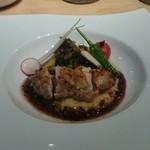 クローバー - 肉料理、チキンのロースト、赤ワインとトリュフのソース