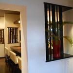 新中国料理 HARAKAWA - 入口から店内を