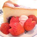 紙ひこうき - ≪'15/03/31撮影≫ケーキセット 880円 のベリーベリーベークチーズケーキ