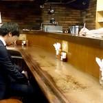マーブル - マーブル @有楽町 年季の入ったカウンター席のみの店内