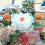 民宿 いわさ - 料理写真:大根細工の牡丹に包丁人の業を見た!
