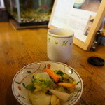 丸竹食堂 - お茶受けの漬物。